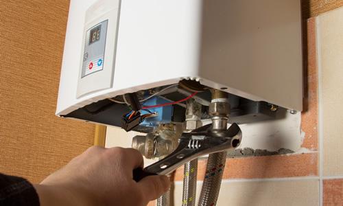 CV monteur repareert ketel